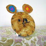 時計を彩る熊の絵